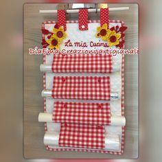 Carinissimo e utile porta rotoli! Realizzato con della stoffa 100% cotone rosso  e trapuntato bianco decorato con dei fiori in stoffa il tutto fatto con tanta precisione e cura nei - 20854756