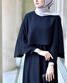 Close-up: Cape Gown from ☺️👌🏻 Moslem Fashion, Arab Fashion, Trend Fashion, Islamic Fashion, Casual Hijab Outfit, Hijab Chic, Hijab Gown, Hijab Stile, Modele Hijab