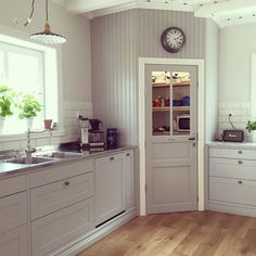 36 Rustic Pantry Door Ideas For Your Inspiration any houses don't have a pantry, a sad thing to be sure. But for houses that are lucky enough to … - 36 Rustic Pantry Door Ideas For Your Inspiration (farmhouse corner pantry) Corner Kitchen Pantry, Kitchen Pantry Design, Diy Kitchen Cabinets, New Kitchen, Kitchen Storage, Kitchen Decor, Pantry Cabinets, Kitchen Ideas, Kitchen Cupboard