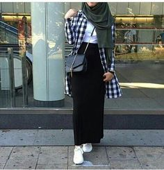 Hijab Fashion 2017 : Comment avoir un Hijab street style tendance Hijab Street look 2017 -look 25 Hijab Fashion 2017, Modern Hijab Fashion, Street Hijab Fashion, Muslim Fashion, Fashion Outfits, Fashion Fashion, Fashion Muslimah, Fashion 2020, Hijab Casual