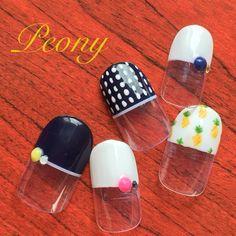 gel nail design*ネイビー×ホワイトのストレートフレンチにパイナップルをさりげなく♡
