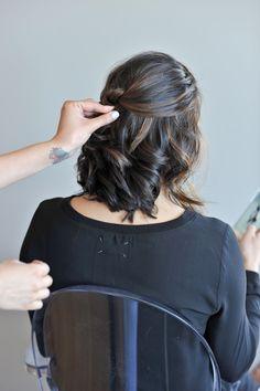 short hair updo hair tutorial via @Mystylevita hairstyles, #hair #tutorial #shorthair
