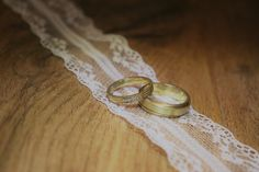 Deine Individualität ist das Schönste, das du tragen kannst!  #gold #goldfuchs #fuchs #schmuck #ringe #eheringe #hochzeit #heiraten #wedding #weddingrings #ehe #paare #liebe #verbunden #zusammen #eins #forever #gold #austria #goldschmied #handwerk #individuell #individuelleeheringe #individualität #brillianten #brilliant #gelbgold Wedding Rings, Engagement Rings, Jewelry, Man Jewelry, Fox Jewelry, Wedding Gold, Make Jewelry, Newlyweds, Enagement Rings