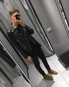 Leather jackets really are a vital part of every single man's set of clothing. Men require jackets for a number of situations as well as some climate conditions Chelsea Boots Outfit, Chelsea Boots Style, Fashion Moda, Star Fashion, Urban Fashion, Men's Fashion, Leather Jacket Outfits, Men's Leather Jacket, Leather Jackets