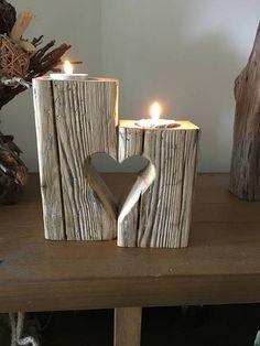 C'est un de mes nombreux bougeoirs. Avec un joli coeur design rend n'importe quelle pièce. Parfait pour la Saint-Valentin, fête des mères, anniversaires ou tout simplement un régal. Ce bois flotté est recueillie à partir du nord-est et a une finition lisse rustique et unique.