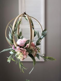 Embroidery hoop peony and greenery hanging wedding decor for weddings. Greenery and minimalism are trendy for 2019 weddings. Put this in your modern wedding decor trends file pinners. Flower Decorations, Wedding Decorations, Wedding Wreaths, List Of Flowers, Floral Hoops, Deco Floral, Floral Design, Art Floral, Paper Flowers