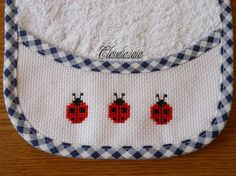 Bavaglino coccinelle_2 - Dall'album di Claudia.iaia Palestinian Embroidery, Baby Bibs, Cross Stitch Patterns, Album, Sewing, Crafts, Bb, Cross Stitch For Baby, Diapers
