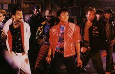 """Um capítulo do livro: """"A Magia do Michael Jackson"""", publicado em 1984 por Starbook e Right On! Revista é dedicada à coreógrafo Michael Peters (06 de agosto de 1948 – 29 de agosto…"""
