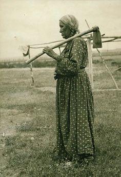 Native American Indian Pictures: Mandan Dakota Sioux - Native American Tribe His. Native American Photos, Native American Women, Native American History, Native American Indians, Native Americans, American Life, Indian Pictures, Native Indian, Historical Photos