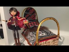 Now that Cerise Hood's roommate, Cedar Wood, has had her doll bed remade, I felt it was time for Cerise to get her own doll bed remake! And le voila! Monster High Beds, Monster High House, Little Live Pets, Ever After Dolls, Doll Beds, Ever After High, Doll Furniture, How To Make Bed, Doll Crafts