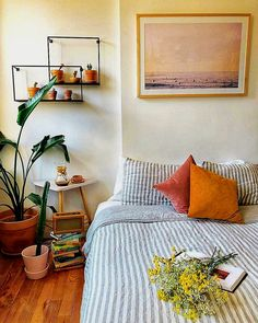 Comfy Spring Bedroom Design Ideas Make Your Comfortable at Home Decoration Inspiration, Room Inspiration, Home Bedroom, Bedroom Decor, Small Bedroom Interior, Bedrooms, Girls Bedroom, Bedroom Ideas, Bedroom Styles