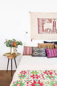 Tendances qui mix'n'match les influences, les matériaux et les couleurs, le style bohème permet d'imaginer une intérieur confortable et personnalisé. Découvrez 35 pièce