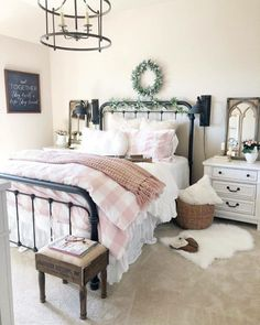 21 Enchanting Farmhouse Bedroom Ideas Anyone Can Replicate - Are you looking for some farmhouse master bedroom decorating ideas to inspire you? Decor, Spring Bedroom, Spring Bedroom Decor, Fall Bedroom Decor, Bedroom Design, Farmhouse Decor Trends, Bedroom Trends, Cottage Style Bedrooms, Home Decor