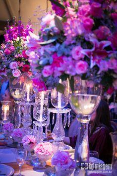 o rosa é uma cor que traz energia e alegria ao ambiente, fica bem em qualquer horario do dia.