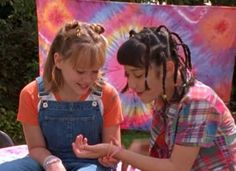 Pin for Later: 31 Reasons We Need to Make the Lizzie McGuire Reunion Happen Plus, she's a great friend with the friendship bracelets to prove it.