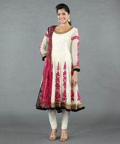 http://luxemi.com/index.php/apparel/indian-fashion-ivory-salwar-with-chikan-work.html