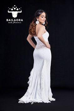 Bailaora Moda Flamenca Novias  Info y precios: info@bailaora.eu www.bailaora.eu