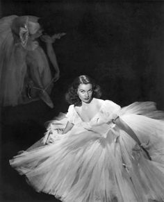 Her most famous role was as Scarlett O' Hara in Gone with the Wind but Vivien Leigh's other famous role was being a fashion icon of the 40s. Known for always being dressed elegantly, Leigh was known for her chic, stylish and feminine look which many women emulated. It was her hair in Gone with the Wind that took on a following of its own – she had it gathered up in a snood. Women around the world wanted hair just like hers making her a true fashion icon.