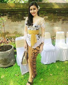 Kebaya Bali, Kebaya Dress, Kebaya Brokat, Hijab Fashion, Fashion Dresses, Women's Fashion, Bali Girls, Thai Dress, Indonesian Girls