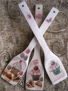 Discover thousands of images about Con decoupagge Decoupage Furniture, Decoupage Art, Decoupage Vintage, Wooden Spoon Crafts, Wood Crafts, Diy And Crafts, Spoon Art, Wood Spoon, Painted Spoons