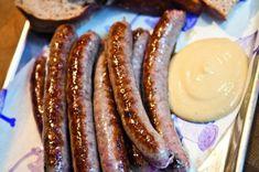Konečně si můžete udělat čerstvé klobásky doma i vy! Potřebovat budete jen střívka a mlýnek, dobré maso a pár dalších surovin. MASO Biltong, Food 52, Sausage, Homemade, Cooking, Meat Products, Salama, Tractor, Kitchen
