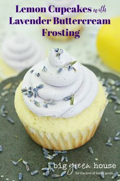 Lemon Cupcakes with Lavender Buttercream Frosting : Big Green House - Cupcake Decoration Ideen Mini Cakes, Cupcake Cakes, Cupcake Recipes, Dessert Recipes, Party Recipes, Cupcake Decoration, Culinary Lavender, Lavender Recipes, Lemon Cupcakes