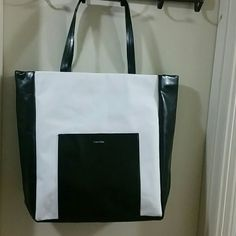 Large Calvin Klein tote Black/white Calvin Klein tote with a pocket on the outside and a pocket with a zipper on the inside. Calvin Klein Bags Totes