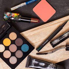 Die für das letzte #Makeup verwendeten Produkte... Im Fokus natürlich #MACShesaModelEyeshadowPalette und #LimeCrimeBeetle. Der Blush ist von #KevynAucoin ich weiß den Namen aber nicht mehr. Ist ein Refill von einer Messe.  #limecrime#limecrimeperlees#beetleperlees#lipstick#eyeshadow#eyeshadowpalette#mac#MACCosmetics#MACEyeshadow#MACEyeshadowTimesNine#MACFashionPack#MACPrivet#MAVFluidlinePen