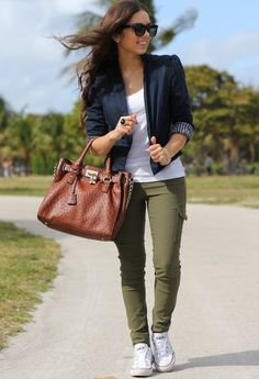 olive skinnies black blouse cognac sandals looks. Black Bedroom Furniture Sets. Home Design Ideas