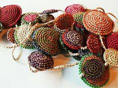 Yarn Necklace, Knitted Necklace, Fabric Earrings, Crochet Earrings, Freeform Crochet, Diy Crochet, Crochet Crafts, Textile Jewelry, Fabric Jewelry