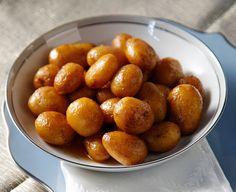 Με ωραία τραγανή κρούστα, αυτές οι νόστιμες πατατούλες συνοδεύουν υπέροχα πιάτα με κρεατικά ή κοτόπουλο.