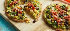 Tex-Mex Pita Pizzas When you have fresh pita bread on hand—or any other flatbread, for that matter—homemade pizza is just minutes away. Topped with a tasty corn and black. Plant Based Whole Foods, Plant Based Eating, Plant Based Diet, Plant Based Recipes, Mexican Food Recipes, Whole Food Recipes, Vegetarian Recipes, Cooking Recipes, Healthy Recipes
