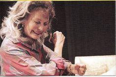"""1998'de Ankara Sanat Kurumu """"Yılın Kadın Sanatçısı"""" ödülü, 1998 Muhsin Ertuğrul yaşam boyu tiyatro sanatına katkılarından dolayı onur ödülü, 1998 Cumhurbaşkanlığı Büyük Kültür ve Sanat Ödülü, """"Martı"""" adlı oyunda Madam Arcadina rolüyle 1999, Afife Tiyatro Ödülleri - En İyi Kadın Oyuncu ödülü ."""