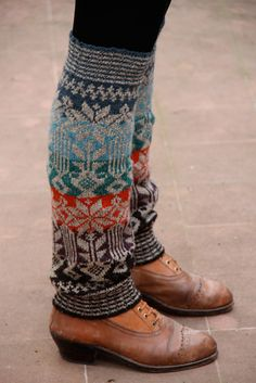 Ravelry: Perneiras da Serra de Ossa fair isle leg warmer pattern by Rosa Pomar (striped ribbing) Fair Isle Knitting, Knitting Socks, Knitted Boot Cuffs, Boot Toppers, Ravelry, How To Purl Knit, Knitwear, Winter Outfits, Knitting Patterns