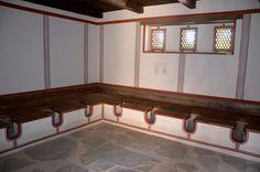Der Archäologische Park Carnuntum im Juli 2014 - die berühmten römischen Gemeinschaftstoiletten, inklusive einer Wandkritzelei
