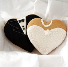 These bride and groom cookies would be an adorable addition to take-home bags (/party favors) for wedding receptions, if you're looking to do something like that for your guests. Wedding Cookies, Wedding Favours, Wedding Sweets, Party Favors, Party Sweets, Our Wedding, Dream Wedding, Perfect Wedding, Wedding Picnic