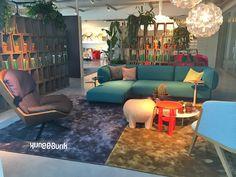 Moroso showroom Amsterdam. Love me Tender bank en Clarissa stoel van Patricia Urquiola
