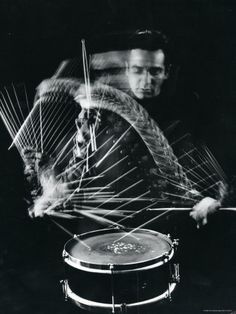Drummer Gene Krupa Playing Drum at Gjon Mili's Studio Premium-Fotodruck