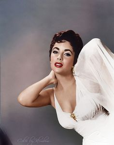 Elizabeth Taylor colorized by klimbims Hollywood Icons, Old Hollywood Glamour, Golden Age Of Hollywood, Vintage Hollywood, Hollywood Stars, Hollywood Actresses, Classic Hollywood, Elizabeth Taylor, Photo Star