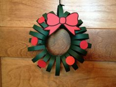 Simple paper Christmas wreaths your kids can make (no kids are actually required). Inexpensive decorations that can be dressed up in many ways. As a craft proje… Christmas Wreaths, Christmas Crafts, Wreath Crafts, Halloween, Paper, Frame, Art Ideas, Mom, Decor