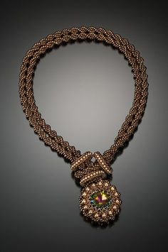 Necklace, one set. The same te
