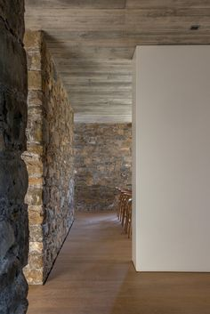 The Can Calau Farmhouse in Catalonia, Spain Industrial Architecture, Architecture Details, Interior Architecture, Journal Du Design, Glass Room, Weekend House, Stone Barns, Old Farm Houses, Studio