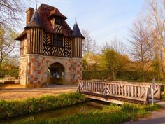 Discover the world through photos. Medieval Town, Medieval Castle, French Castles, Château Fort, France, Normandy, Gazebo, Outdoor Structures, Cabin