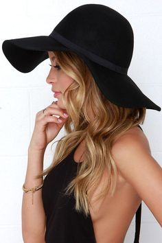 Carmen Sun Diego Black Hat at Lulus.com!
