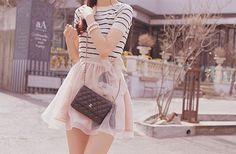 Her outfit! Her bag! just perfect  *.*