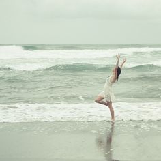 girl with ocean #dancing #photo #inspiration