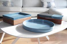 Des boîtes de rangement bleues, Raphaël Thomas sur The Invisible Collection