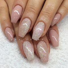Påfyllning med Crystal White glitter och Frappe 135 från Semilac/ www.nagelbutiken.se ✨