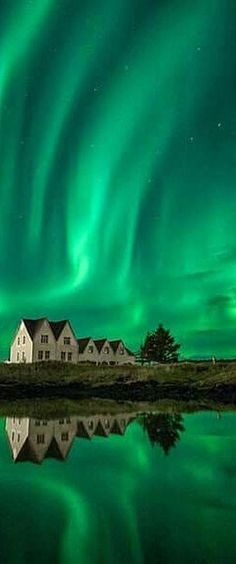 Nature is always so breathtaking. It reminds us to be humble & to feel gratitude for all the blessings we have in this life. Beautiful Sky, Beautiful World, Beautiful Places, Beautiful Pictures, Aurora Borealis, See The Northern Lights, Natural Phenomena, Amazing Nature, Belle Photo