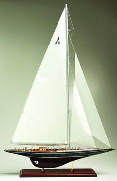 J-Class Yacht Endeavor beautiful Classic Sailing, Classic Yachts, Model Sailing Ships, Model Ships, Rc Boot, J Class Yacht, Model Sailboats, Wooden Boat Building, Wooden Model Boats